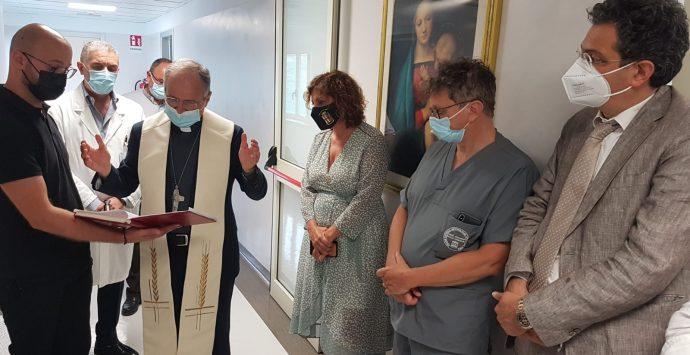 L'arcivescovo Morrone in visita al Gom: «Grato per l'impegno profuso durante la pandemia»