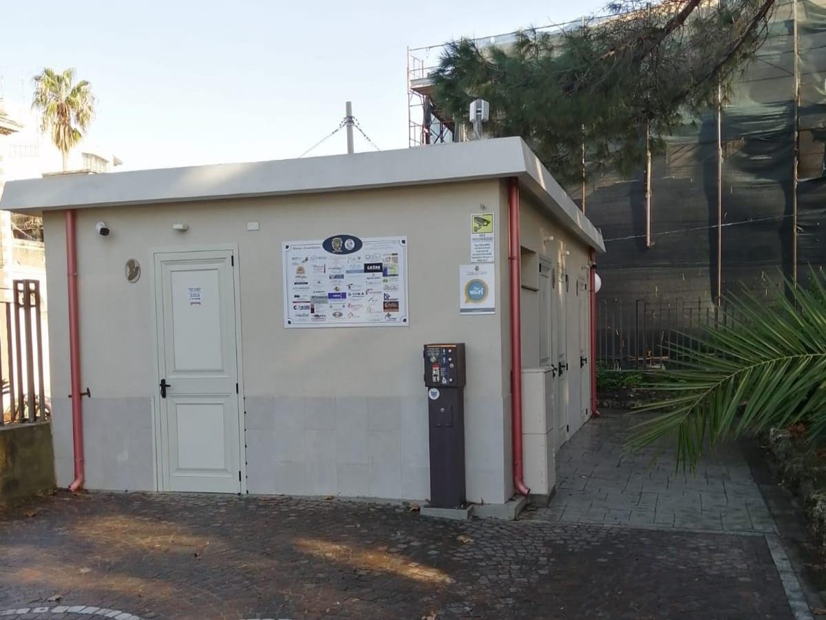 Palmi, ripristinati i servizi nei bagni vandalizzati della villa comunale