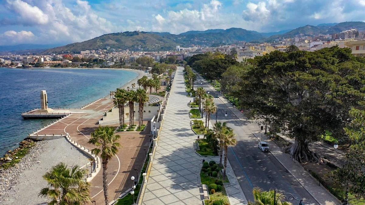 """Sul lungomare di Reggio Calabria """"I tesori del Mediterraneo"""""""