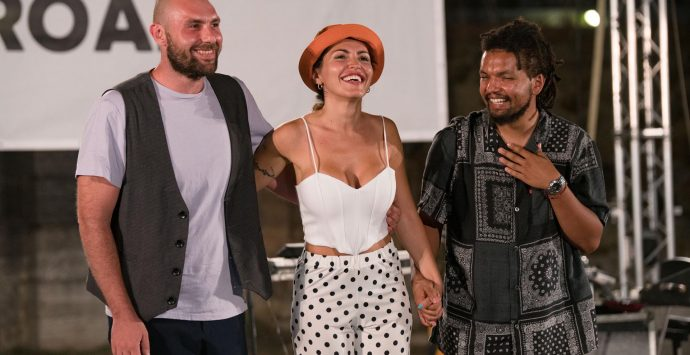 """""""Onde road music festival"""" apre con la voce versatile e affascinante di Serena Brancale Trio"""