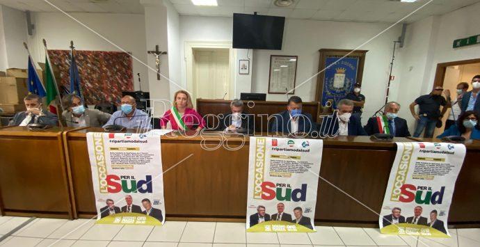 Cgil, Cisl e Uil ieri a Siderno. I sindaci: «Il nostro non è un pianto di dolore»