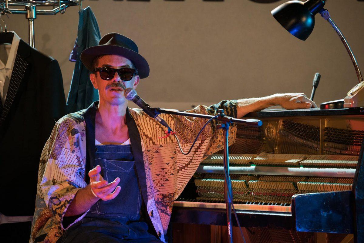 L'ironia del genio musicale Lorenzo Kruger strega gli spettatori al Parco Ecolandia