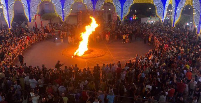 """""""Festa du 'mbitu"""" a Taurianova, un successo ma troppi assembramenti"""