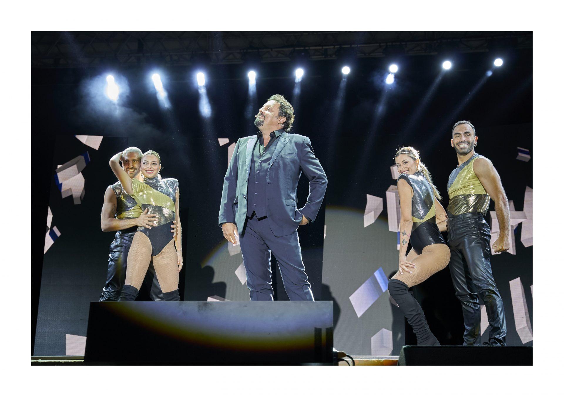 Roccella Summer Festival, tante risate per l'atteso one-man show di Enrico Brignano