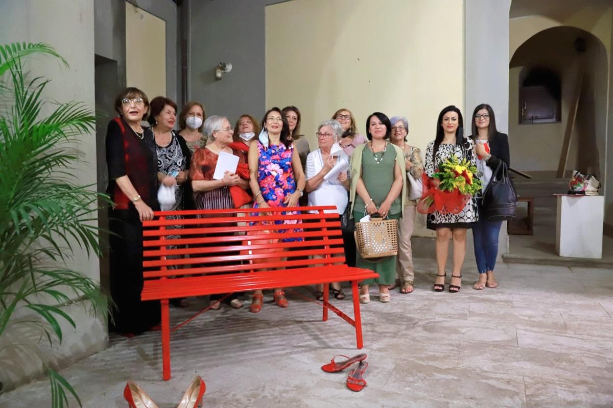 A Taurianova una panchina rossa in memoria di tutte le donne vittime di violenza