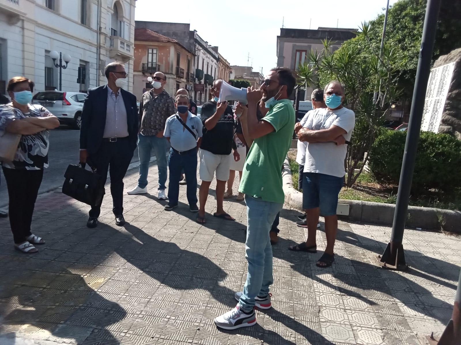 Sit-in a Villa San Giovanni per protestare contro l'installazione di nuove antenne per la telefonia