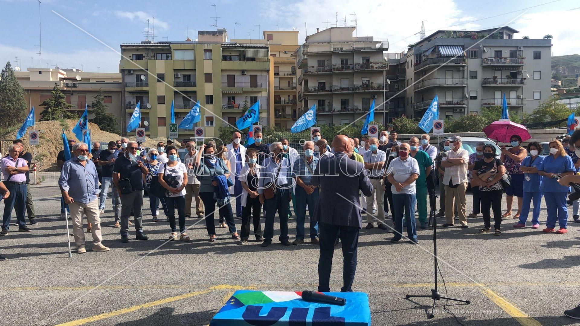 Gom al collasso, sit-in di protesta: «L'Asp è persa, l'ospedale si può ancora salvare»