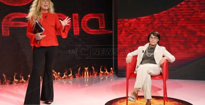Perfidia, la Grippo incontra Amalia Bruni: «Calabria allo sfascio, il re è nudo»