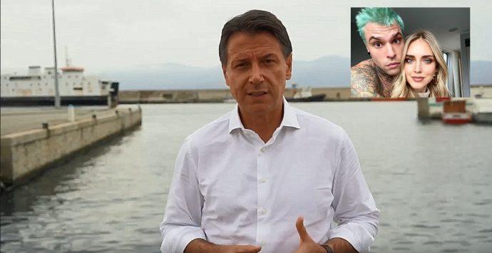 Conte a Fedez, dal porto di Reggio Calabria: «Dobbiamo ripartire forti tutti insieme»