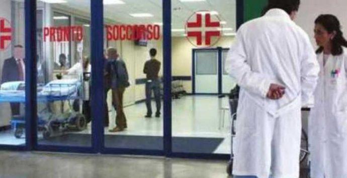 Pronto soccorso al collasso: tra violenza e carenze i medici scappano. «Rischio chiusura»