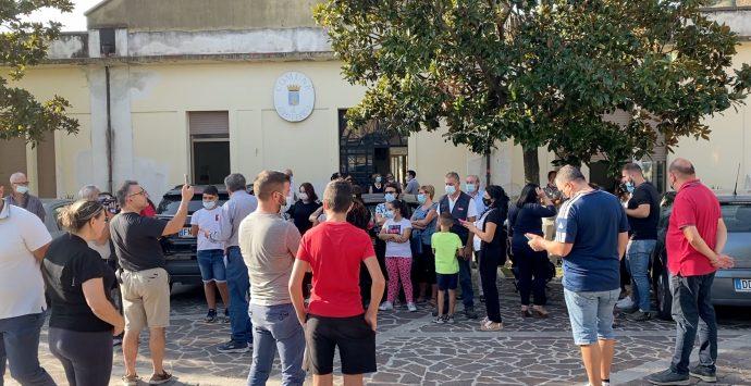 Scuola chiusa a Grotteria, i sindaci ricevuti dal dirigente scolastico. Loiero: «Pronto il ricorso al Tar»