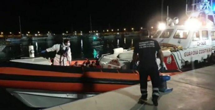 Sbarcati altri 50 migranti al porto di Roccella Jonica