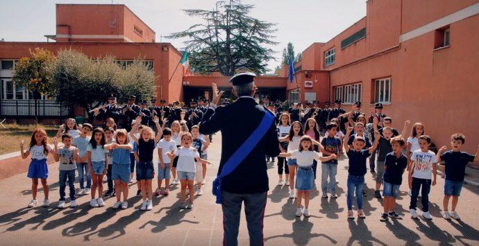 """Polizia di Stato, """"Torneremo a scuola"""": in musica le emozioni degli studenti"""