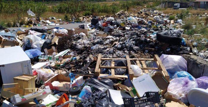 Caos rifiuti a Reggio, Nucera chiede l'intervento del Prefetto