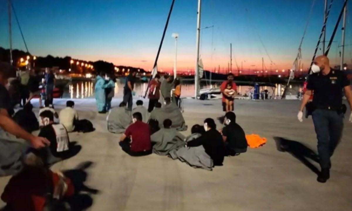 Sbarchi a Roccella, il sindaco: «Siamo in emergenza, intervenga il ministro»