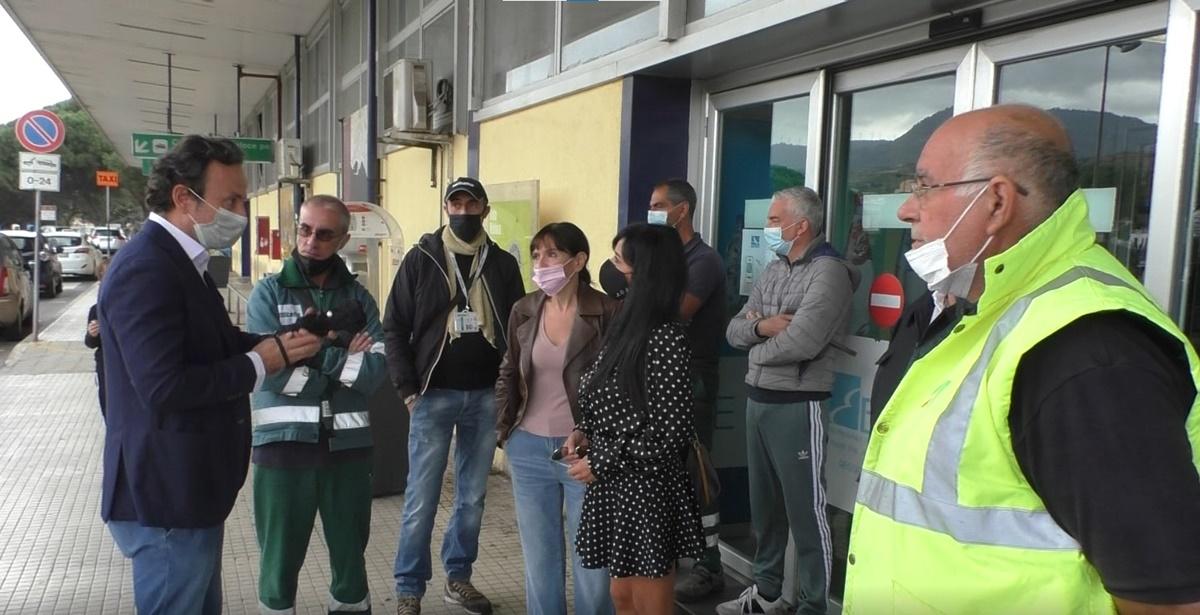 Aeroporto Reggio, dipendenti Alitalia: «La politica intervenga per tutelare il lavoro come a Roma e a Milano»