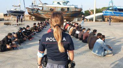 Migranti, la Prefettura vara piano d'emergenza: nuova tenostruttura e nave per la quarantena
