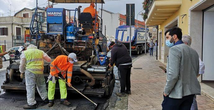 Palmi, partono oggi i lavori di bitumazione su alcune strade cittadine