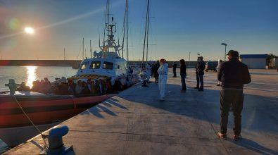 Migranti, in 56 sono sbarcati al porto di Reggio Calabria