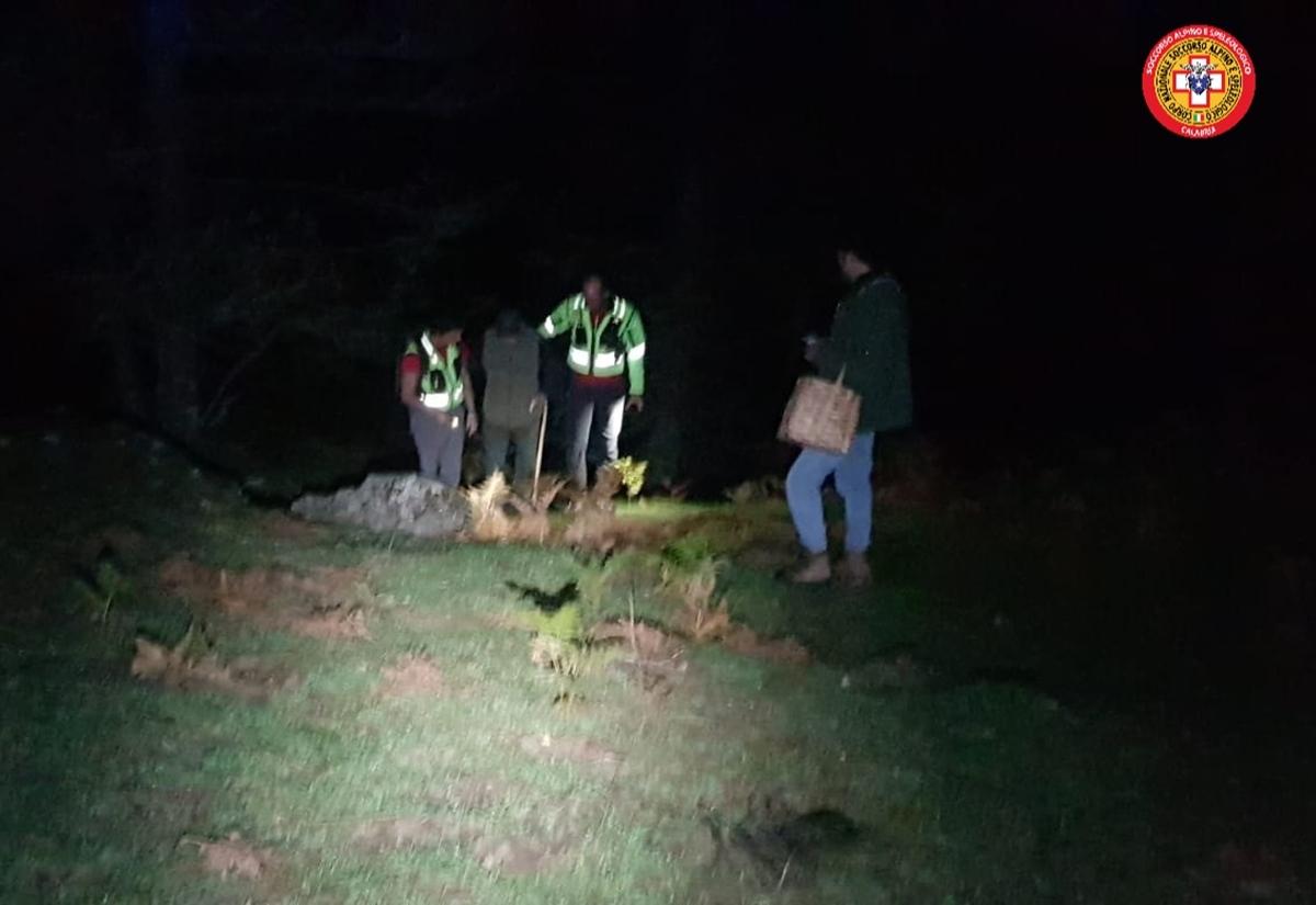 Cercatore di funghi disperso nei boschi, ritrovato grazie al sistema sms locator del soccorso alpino