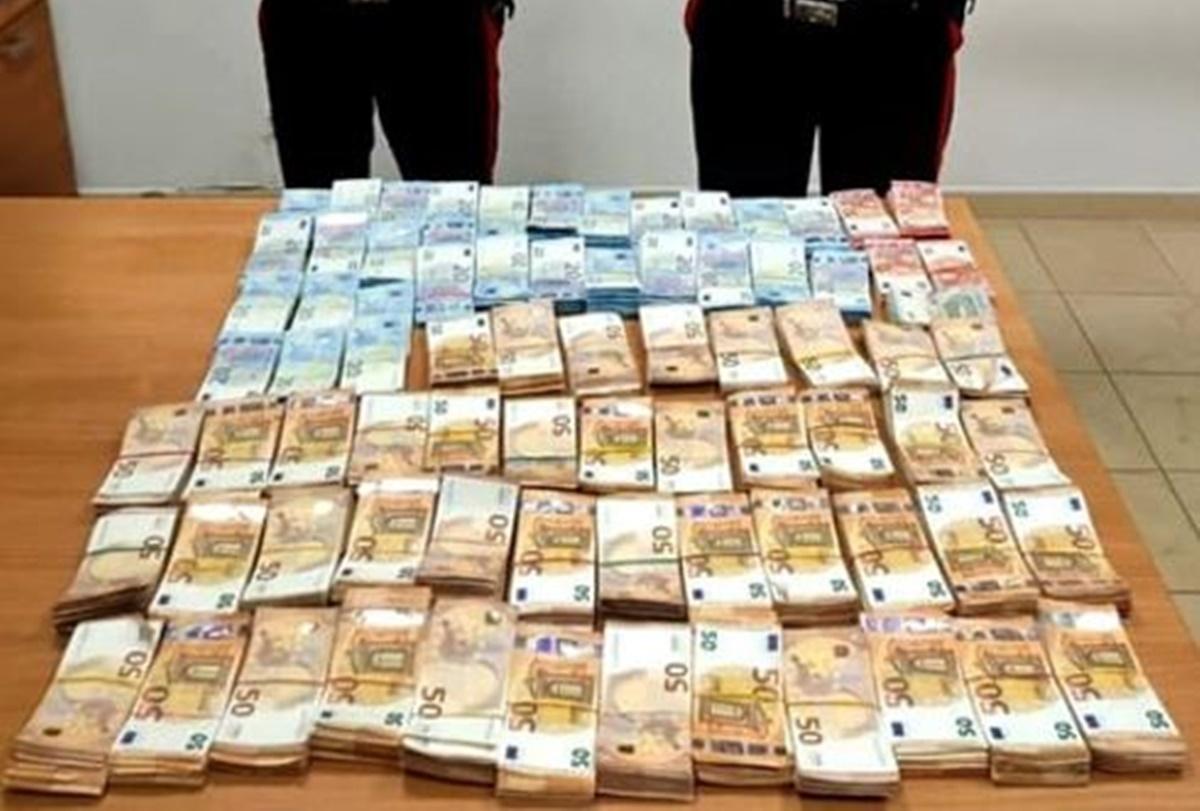 Gioia Tauro, avevano in casa 1.500.000 euro: coppia di anziani denunciata per riciclaggio di denaro